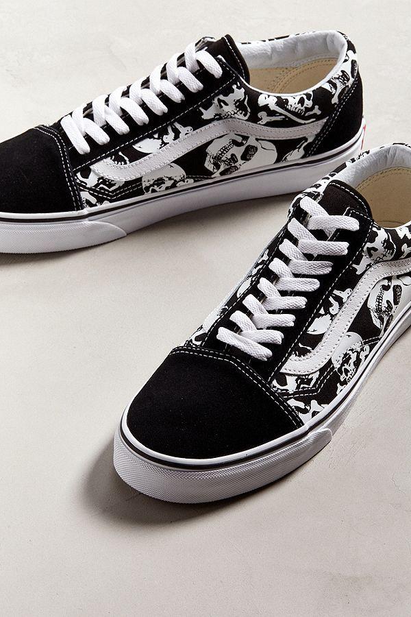 a48c7d07c672e Slide View  2  Vans Skulls Old Skool Sneaker