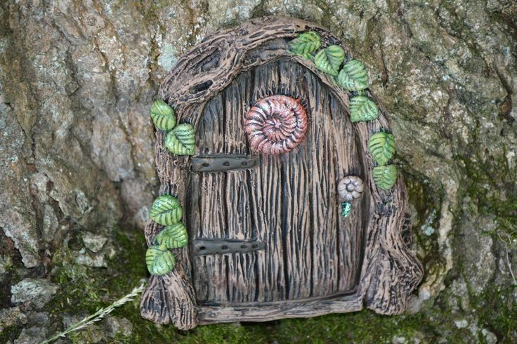 Another fantastic fairy door from Michelle fenton https://www.facebook.com/InspiredByFae?ref=hl