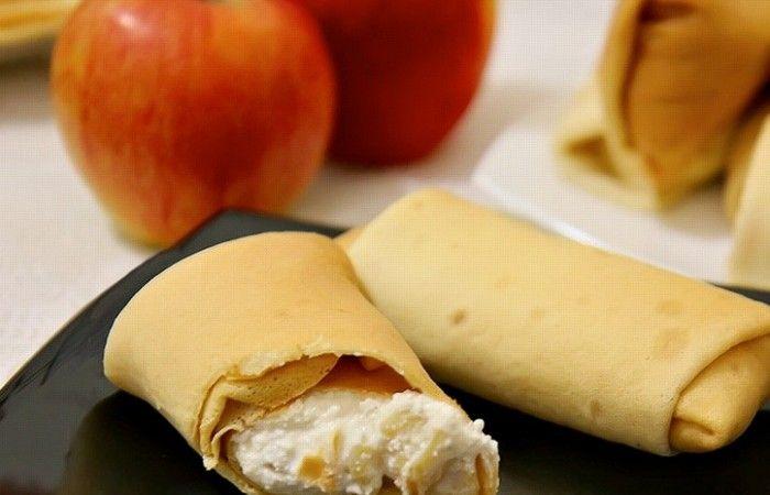 Блинчики с творогом и яблоками http://mirpovara.ru/recept/3090-blinchiki-s-tvorogom-i-yablokami.html  Чудесные блинчики с творогом и яблоками - легкое, аппетитное и нежное лакомство, которое несомненно ...  Ингредиенты:  • Блины - 10шт. • Яблоко - 3шт. • Творог - 400г. • Мед - 2ст. л. • Сахар - 3ст. л. • Корица молотая - 1/2ч. л. • Масло растительное - для жарки  Смотреть пошаговый рецепт с фото, на странице:  http://mirpovara.ru/recept/3090-blinchiki-s-tvorogom-i-yablokami.html