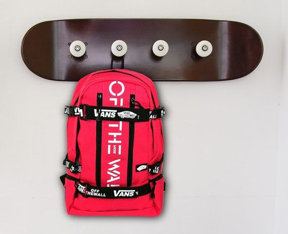 Dream skateboarding themed bedroom....for a boys and girls Ideas for a skateboard bedroom for a 14 year old boy or more- Sports Skateboard Wall Room This skateboard coat rack piece would look really awesome practically anywhere. Hang it in your hallway / entryway, den or in the man cave.