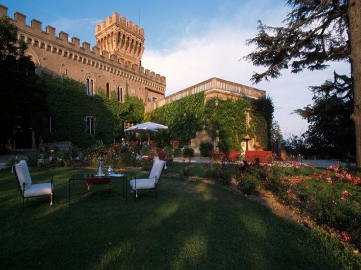 Castello di Matteo is filled with historical splendour and linked by the two popular Italian cities of Lucca and Siena, overlooking an olive grove right across the island of Elba. http://www.ciaoitalyvillas.com/tuscany-vacation-rentals/livorno/campiglia-marittima-villas/10243