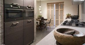 Stijlvolle keuken voorzien van de laatste technologieën op keukengebied.