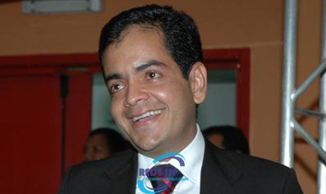 Luizinho Sobral se defende e diz que desvio de R$ 3 mi foi cometido pelo antecessor. #redelsp - Lucas Souza Publicidade https://www.lucassouzapublicidade.com.br/2018/03/05/luizinho-sobral-se-defende-e-diz-que-desvio-de-r-3-mi-foi-cometido-pelo-antecessor-redelsp/  Via Lucas Souza Publicidade O site que mais cresce na Bahia. www.lucassouzapublicidade.com.br