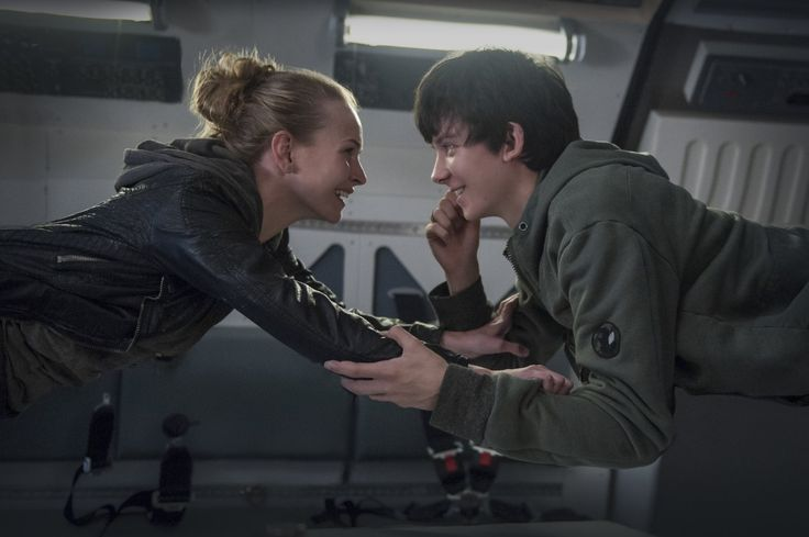 Britt Robertson and Asa Butterfield in The Space Between Us (8)