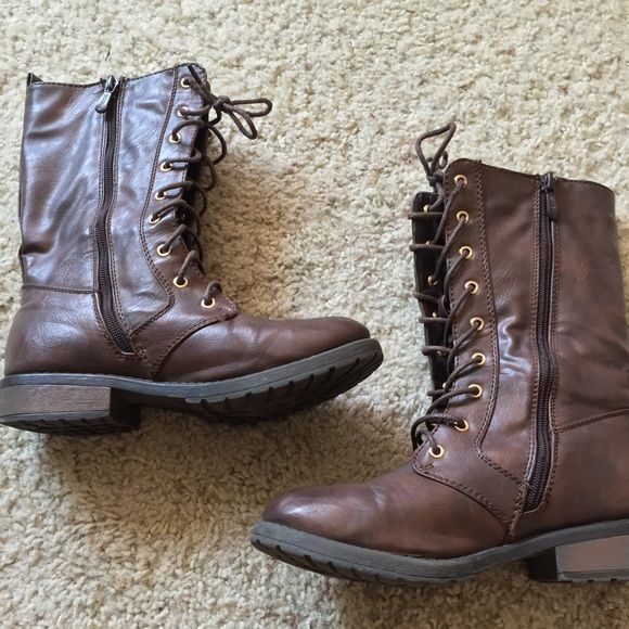 women's brown leather boots :-) Womens brown leather boots. Size 7 and in great shape. I consider offers and I do trades! Shoes