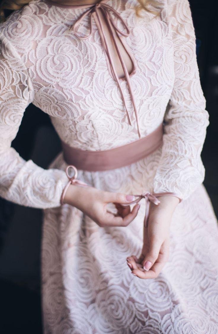 Sort Satin Wedding Dress | Короткое свадебное платье «Лепестки розы» с итальянским кружевом — Купить, заказать, платье, свадебное платье, роза, кружево, атлас, ручная работа