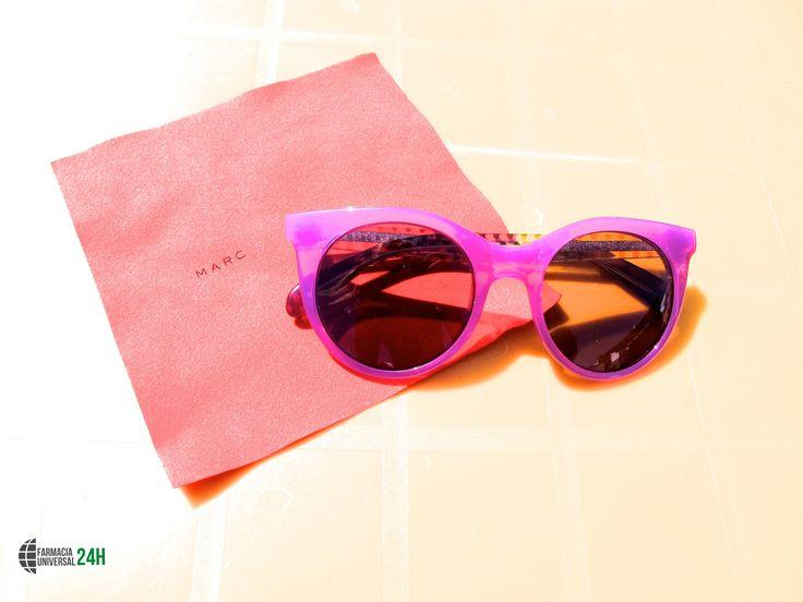 En #FarmaciaUniversal24h tenemos una gran selección de gafas de sol de marcas reconocidas para que protejas tu vista y a la vez vayas a la moda. Estas de #MarcByMarcJacobs han causado mucha sensación.