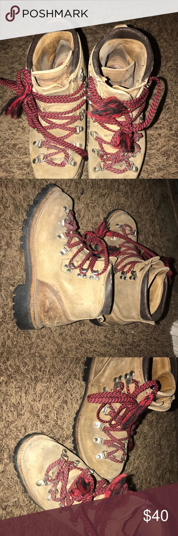 🔥🔥 Vasque - Vintage Vasque Hiking Boots Vasque - Vintage Vasque Hiking Boots - Have a Men's 5.5 and 6.5  which will fit Women's 7.5 and 8.5 Vasque Shoes Lace Up Boots