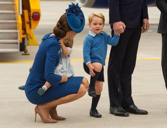Prins William en zijn gezin zijn zaterdag in Canada aangekomen. De hertog en hertogin van Cambridge en hun kinderen George en Charlotte werden op het vliegveld van Victoria opgewacht door de Canadese premier Justin Trudeau en zijn vrouw Sophie Gregoire.