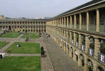Halifax Piece Hall www.yorkshirenet.co.uk/yorkshire-west-south/south-west-yorkshire-accommodation.aspx