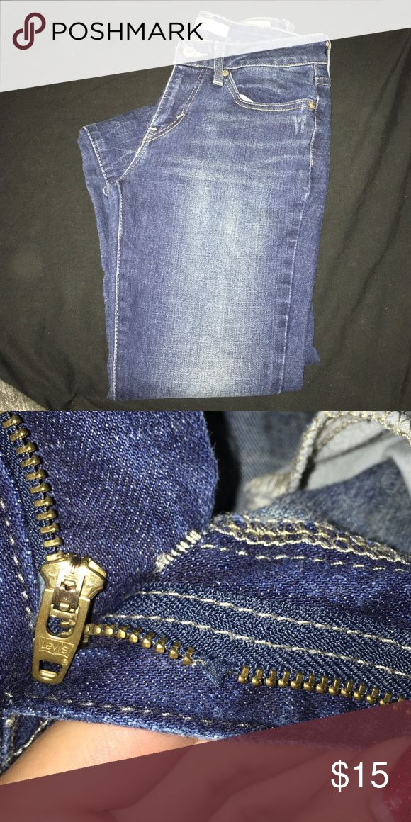 Levi's 535 legging jean 5M Second picture shows zipper is messed up but it's cheap to take it to the cleaners to get a new one. Priced accordingly Levi's Jeans Skinny
