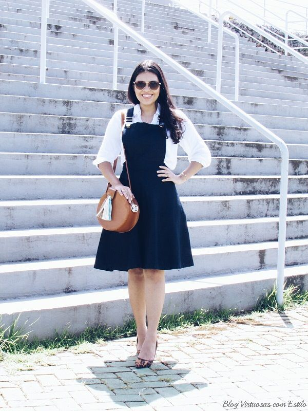 Outfit: Denim Jumper Dress + white Shirt + leopard print pumps + camel bag! | Look: Jardineira jeans rodada + camisa branca + scarpins de oncinha. (Blog Virtuosas com Estilo)
