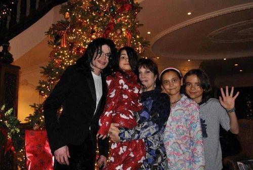 Michael Jackson with his kids Blanket Jackson, Paris Jackson and Prince Jackson ♥♥ - michael-jackson Photo