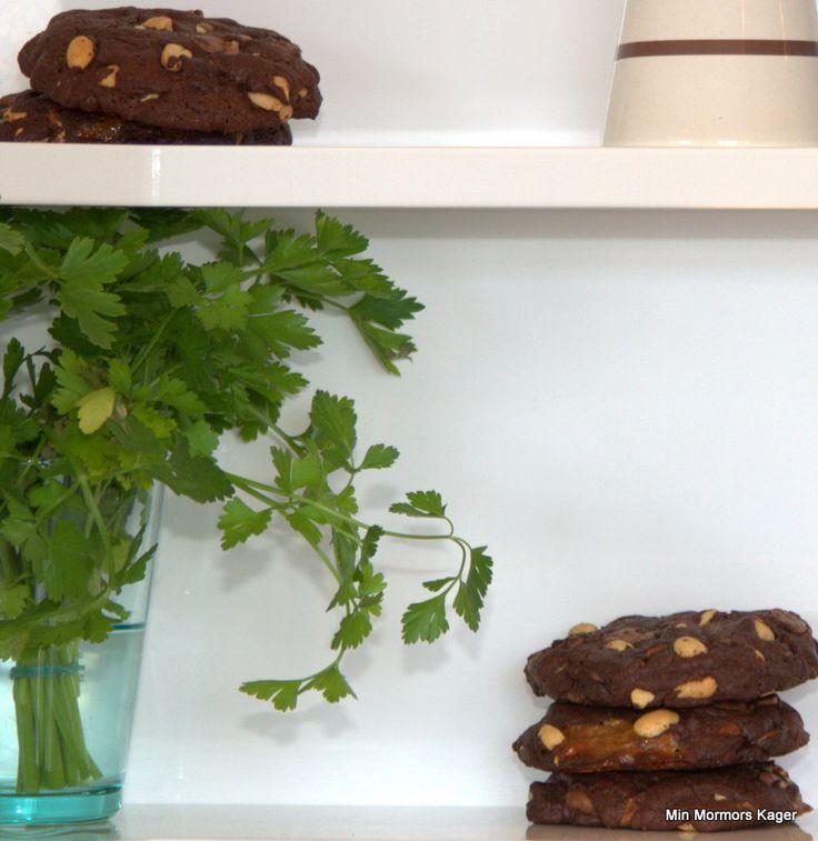 Chokoladecookies med karamel og peanuts