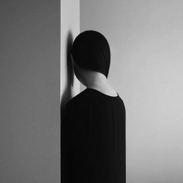 Les autoportraits surréalistes de Noell Oszvald