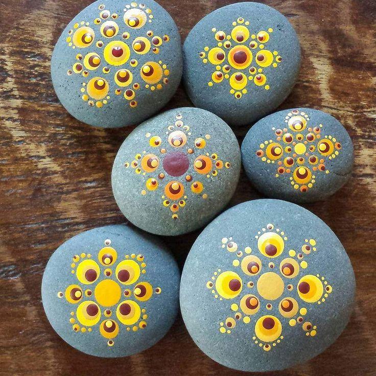 Piedras pintadas painted rocks 1 pinterest galets peinture sur galet et cailloux - Peinture sur galet mandala ...