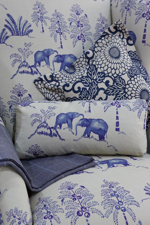 .: White Patterns, Blue And White Toile, Color, White Fabrics, Bleu Blue, Elephants Prints, White Elephants, Chinoiserie Chic, Blue Elephants