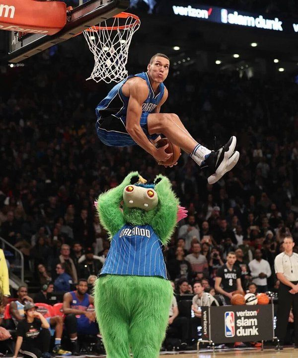 Aaron Gordon at the All Star 2016 Slam Dunk Competition!