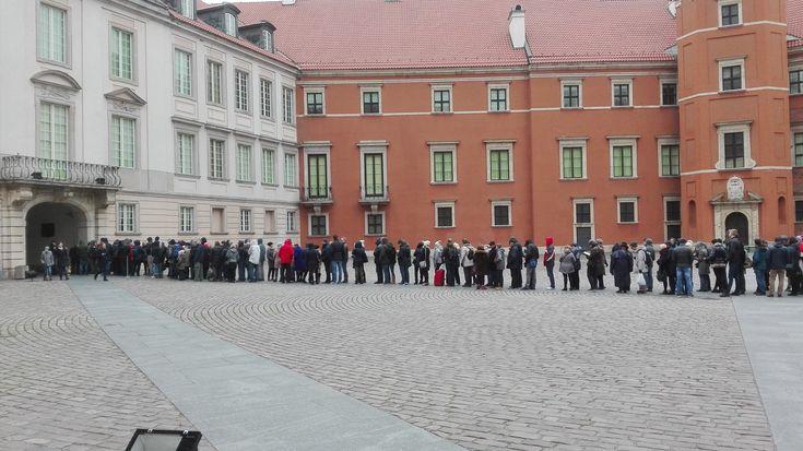 Kolejka za kolejką podczas Darmowego Listopada / Queue behind the line during Free November | Zamek Królewski / The Royal Castle | Warsaw, Poland