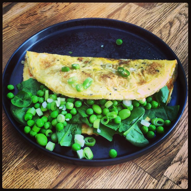 Omelet with peas and other green vegetables