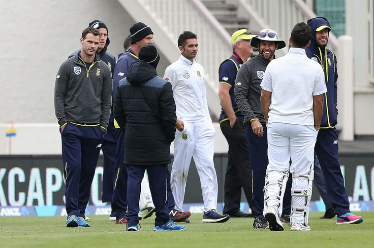 South Africa and New Zealand still inseperable in the first Test match - as Twitter reacts to day three A funny old day in Dunedin saw both sides continue neck-and-neck. Oh, and Stephen Cook wandered off without being given out and the ground was evacuated. Here's what Twitter made of it. https://www.thesouthafrican.com/south-africa-and-new-zealand-still-inseperable-in-the-first-test-match-as-twitter-reacts-to-day-three/
