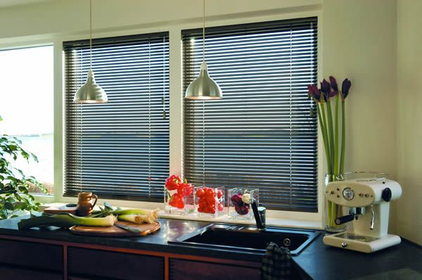 Black 25mm aluminium venetian blinds