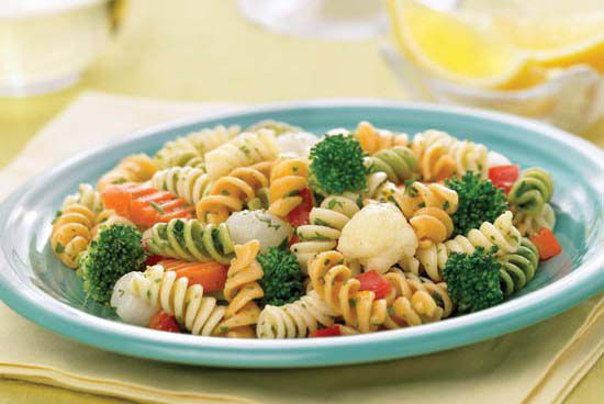 Pasta Primavera is a perfect kidney-friendly recipe to make for a large group.