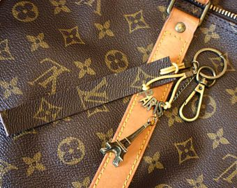 100% authentieke Louis Vuitton monogram canvas - Upcycled - tas charmes sleutelhanger _ Louis Paris 2