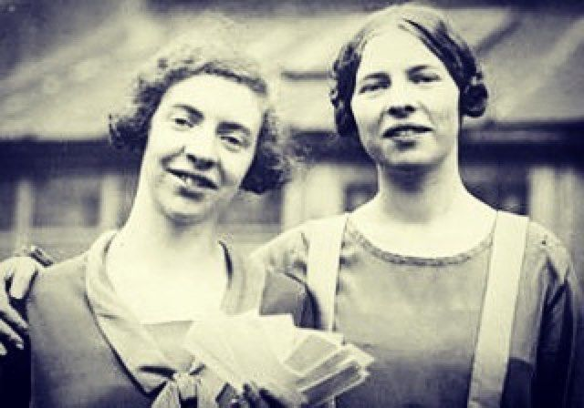 #Repost @thebeehivebrand  A phenomenal and courageous story to mark #HMD2017 of the Cook sisters from Sunderland The North East 'Heroic sisters Ida and Louise Cook who helped 29 Jews to escape their Nazi persecutors will be marked with the mounting of a blue plaque at their childhood home in Sunderland. Posing as eccentric opera lovers they repeatedly travelled to Germany during the late 1930s smuggling the personal possessions of those facing persecution back to Britain to sell and raise…