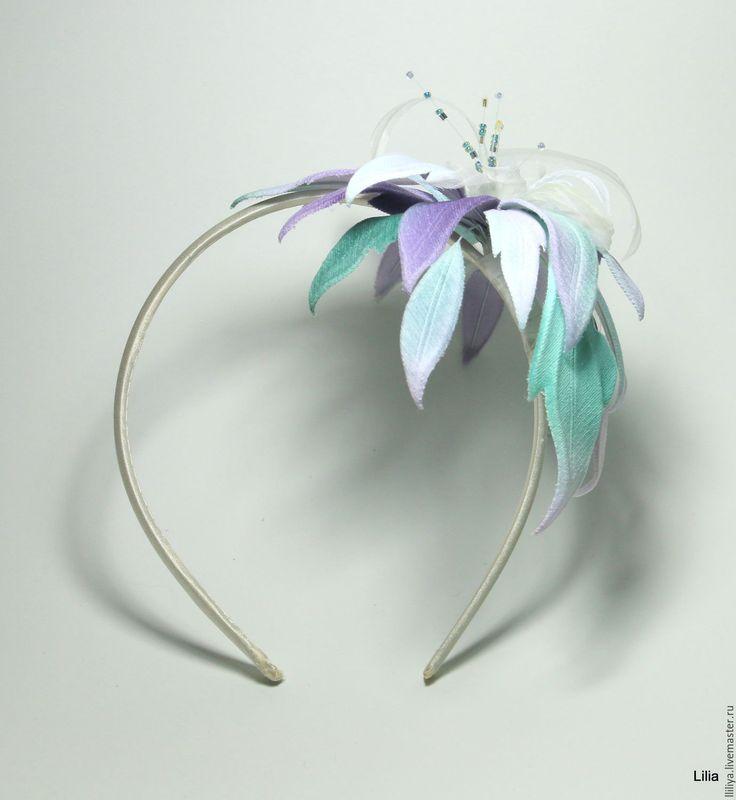 """Купить Цветы из ткани. Ободок с цветком """"фантазийной Лилии"""" - комбинированный, цветы из шелка"""