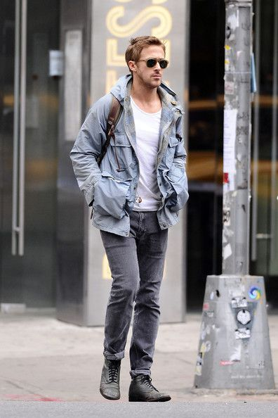 Ryan Gosling Out Solo in NYC