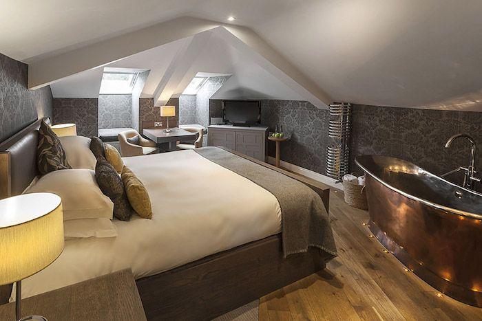 Stehlampe schlafzimmer ~ Kleines appartment einrichten badewanne in dem schlafzimmer