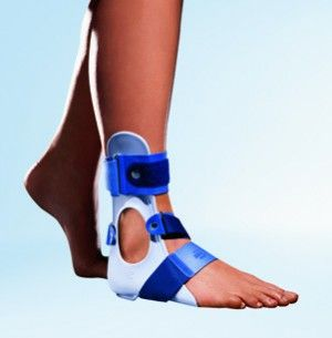 The anatomically shaped Stabilizing CaligaLoc ® comes as a conservative treatment of ankle ligament tears, after band surgery or chronic instability of the upper and / or lower ankle for use.