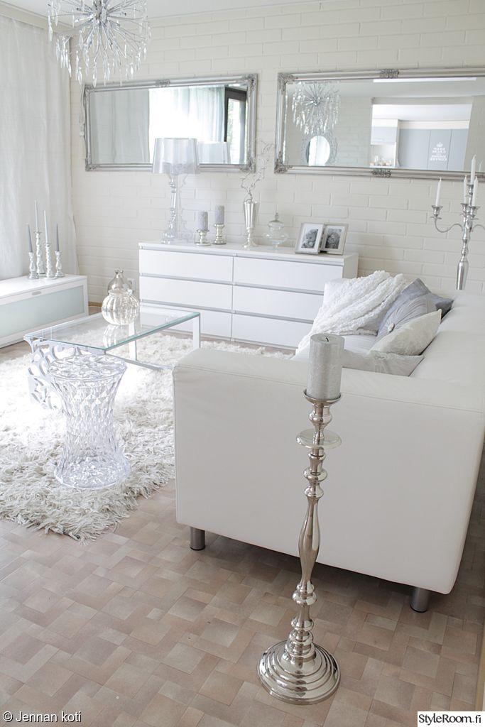 valkoinen sisustus hopea kynttelikk lattiakynttelikk