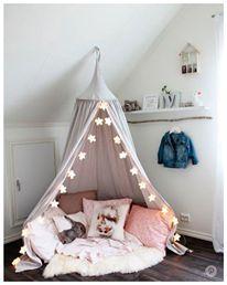 Nos encanta esta idea al mejor estilo #ArticEra para darle un toque especial a la habitación de tu hija <<< ¡Mucho brillo y magia con #OFFCORSS! ❄️✨