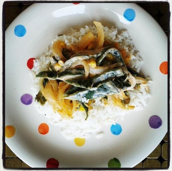 Rajas con queso sobre cama de arroz blanco , receta en www.facebok.com/chefgemmap