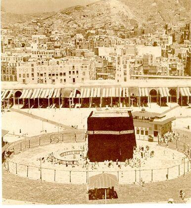 A view of the homes of the people of Makkah neighboring the Holy Mosque   صورة لبيوت أهل مكة مجاورة الحرم المكي، الحجاز