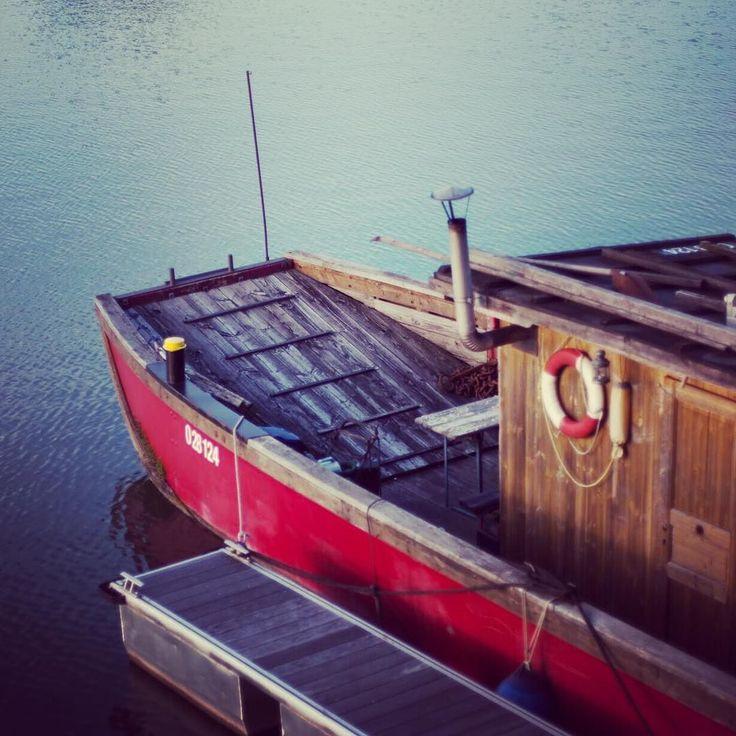 ... abends im #hafen  #boat #harbour #winterhafen #linz #oö #igerslinz #linza #linzer #boot #fähre #yachtlife #yachting #citylife #potd #lifestyle #blogger #swim #neighborhood #kaplanhofviertel ... ab morgen dann #rio2016 #olympics #tv