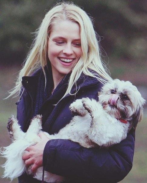 Teresa Palmer and her dog ( I think the dog'a name is Luna)
