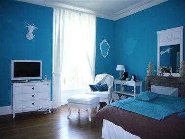 Une d co chambre bleu la couleur des r ves peinture - Peinture chambre bleu turquoise ...