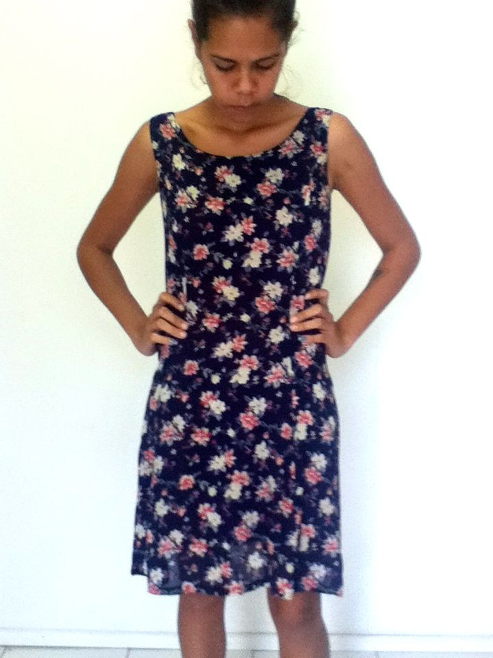 XS-S / AU 6 $25 L: 86cm B: 80cm W: 64cm   Vintage floral summer dress. Cute and light weight.