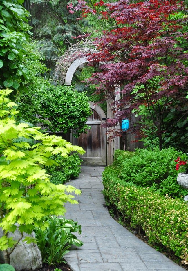 Private Garden Mississauga On Happy First Day Of Spring In Today S Post I Have Ten Ideas For That Long Aw Narrow Garden Landscape Design Garden Gate Design