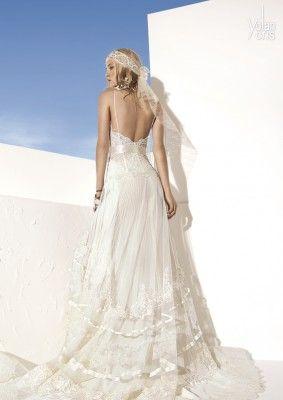 Robe YOLAN CRIS manises , en coloris plus clair que la collection hippie chic , cela élargit le choix YOLAN CRIS dans des coloris plus traditionnels comme le blanc naturel, cette robe de mariée est dé [...]