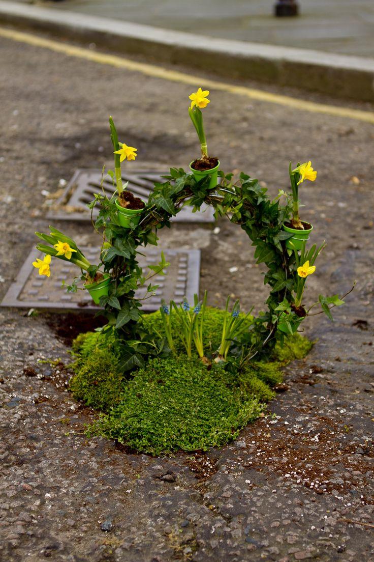 London Eye pothole garden Steve Wheen Time Out London http://restreet.altervista.org/steve-wheen-ripara-le-buche-stradali-con-mini-giardini/