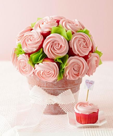 Browse our ideas for simple Valentine's Day decorations plus sweet gifts for friends and family.
