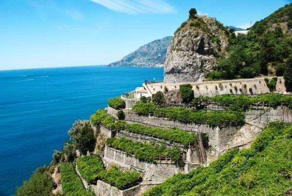 Paesaggio terrazzato della costa di Amalfi