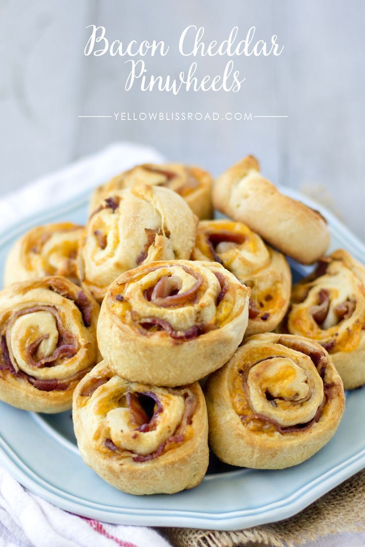 Bacon Cheddar Pinwheels - a simple, delicious and addicting appetizer or snack everyone will love!! { lilluna.com }