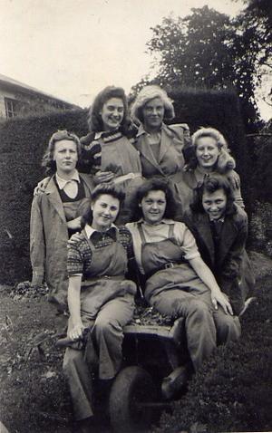 Sept 1942. Moat House.