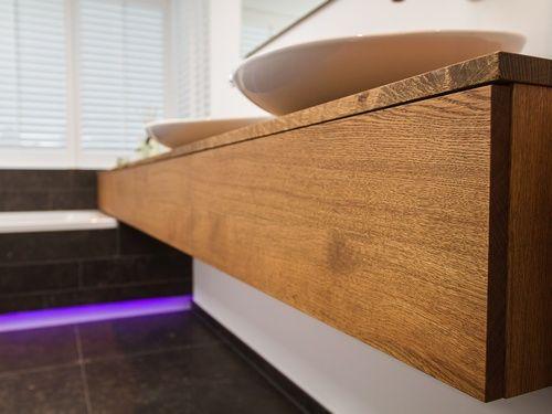 Design badkamermeubel met greeploze lades
