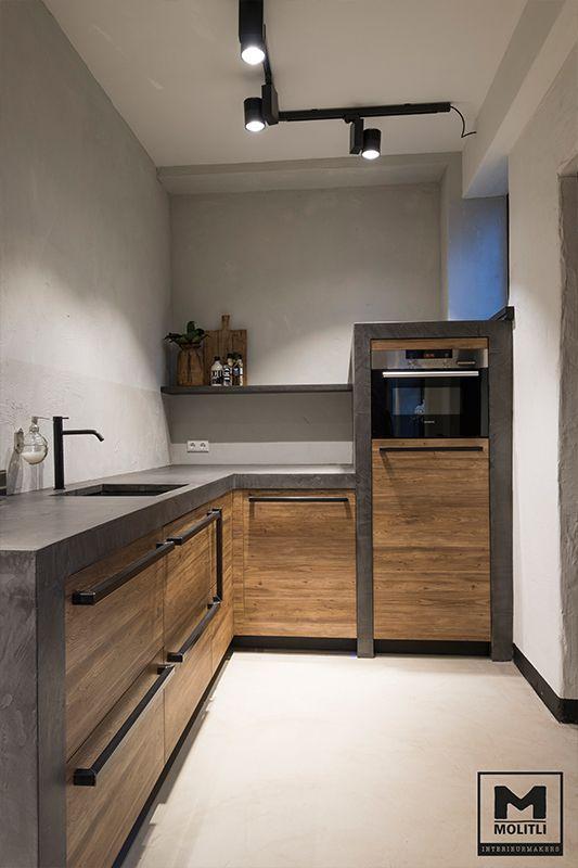 Keuken op maat, houten fronten  met betonlook blad.  Ontwerp: Molitli Interieurmakers #stoere keuken #keukentrend#betonstuc